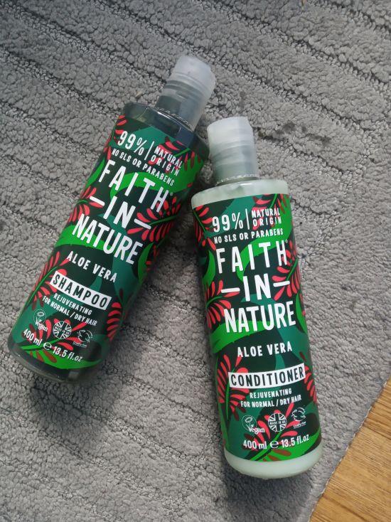 Fotografie Faith in Nature -  Coconut a Aloe Vera sampon a kondicioner