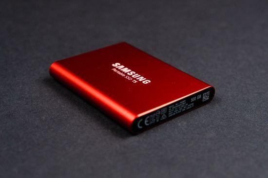 Zadní strana Samsungu Portable SSD T5