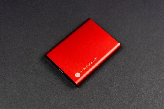 Samsung Portable SSD T5 v červené barvě