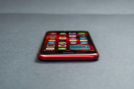 Apple iPhone SE 2020 a jeho horní hrana